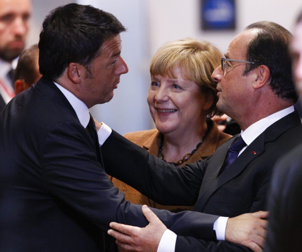 epa04945234 Italian Prime Minister Matteo Renzi Germany (L-R), German Chancellor Angela Merkel, and French President Francois Hollande arrive at the start of an extraordinary EU Summit on the current migration and refugees crisis in Europe, in Brussels, Belgium, 23 September 2015. EU leaders meet for an extraordinary summit on migration, with also international aid for third countries and the border protection on their agenda. EPA/OLIVIER HOSLET