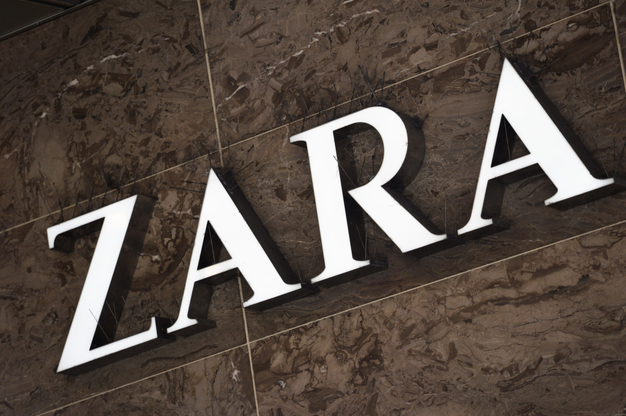 """zara vs h m and benetton """"brands such as zara, h&m, gap and benetton focused on speeding up fashion  cycles by presenting trends to consumers mid-season."""